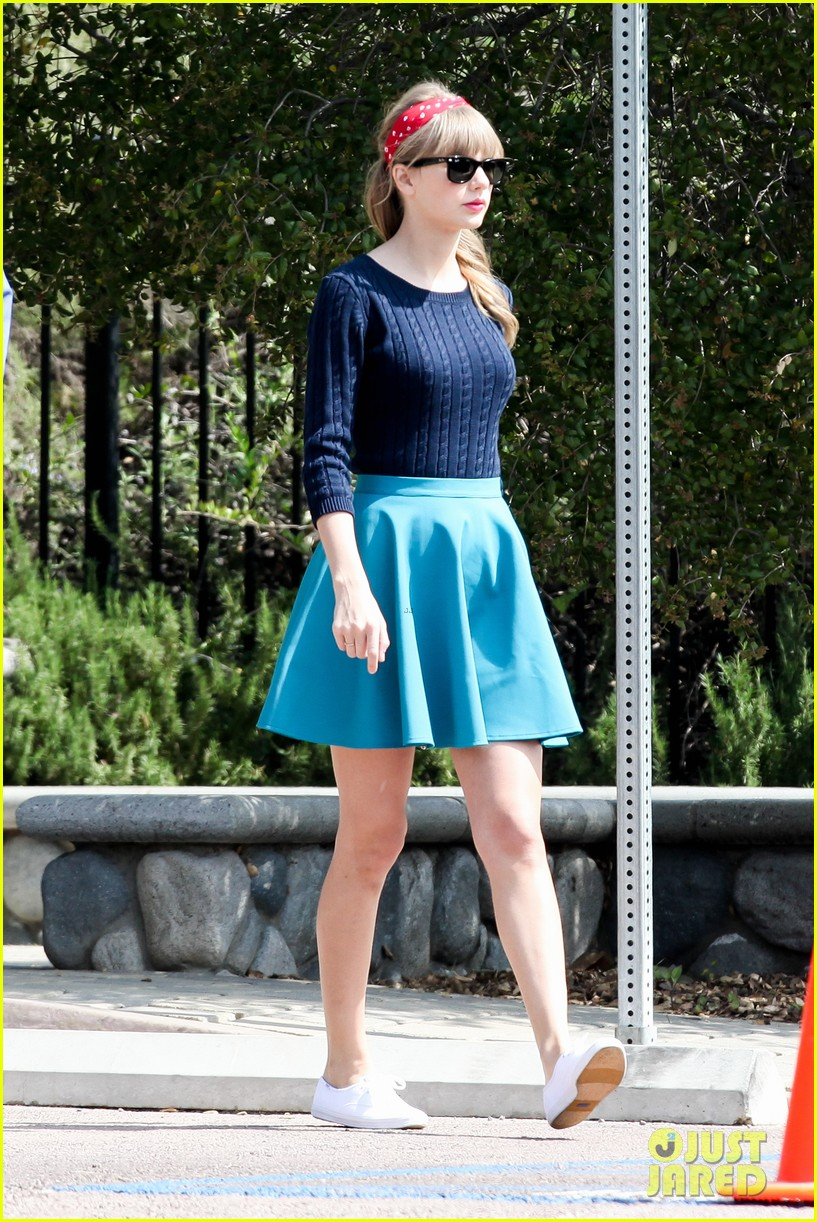 taylor swift trampoline jumper at photo shoot 232831769