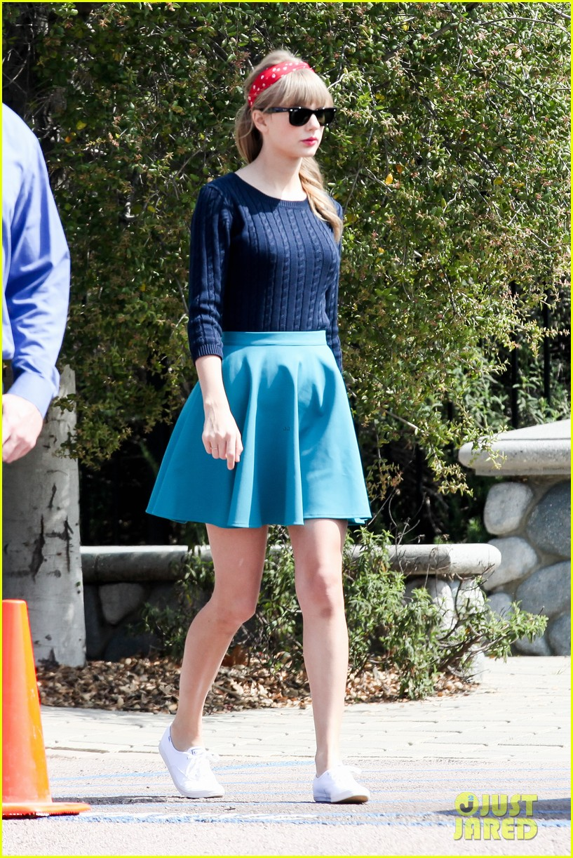 taylor swift trampoline jumper at photo shoot 242831770