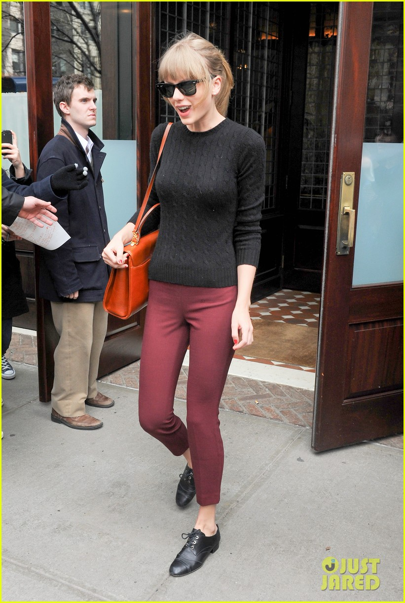 taylor swift paints the town red in new york city 052838715