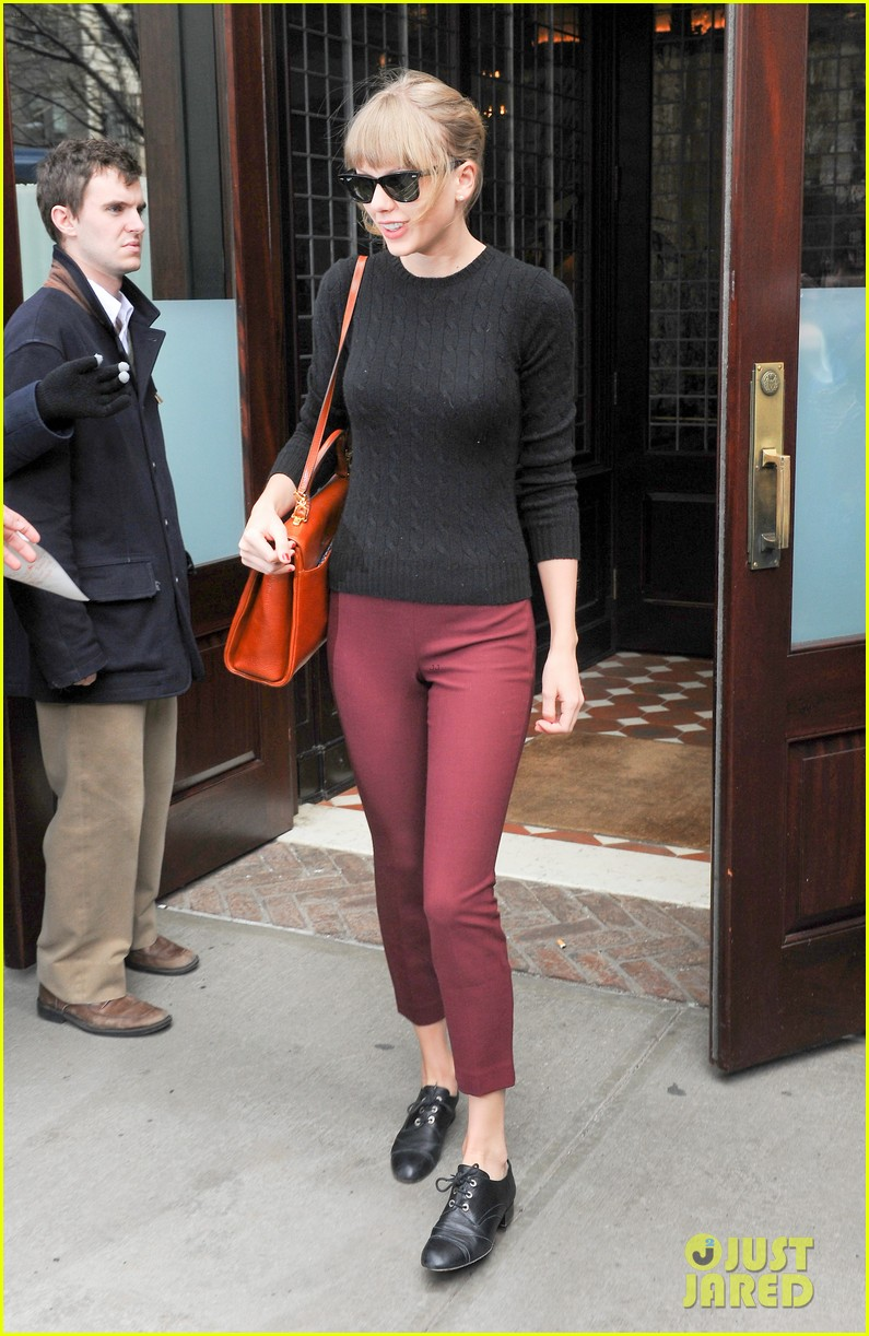 taylor swift paints the town red in new york city 072838717