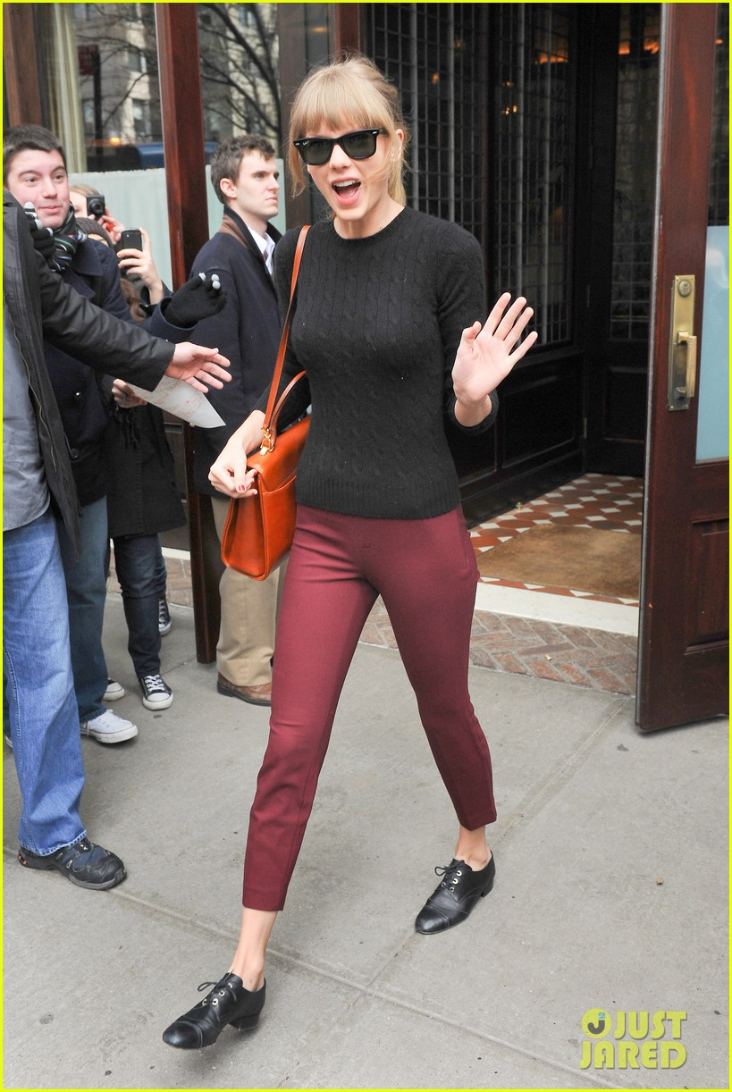 taylor swift paints the town red in new york city 082838718