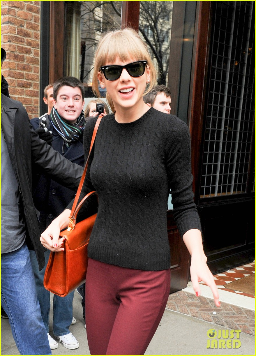taylor swift paints the town red in new york city 09