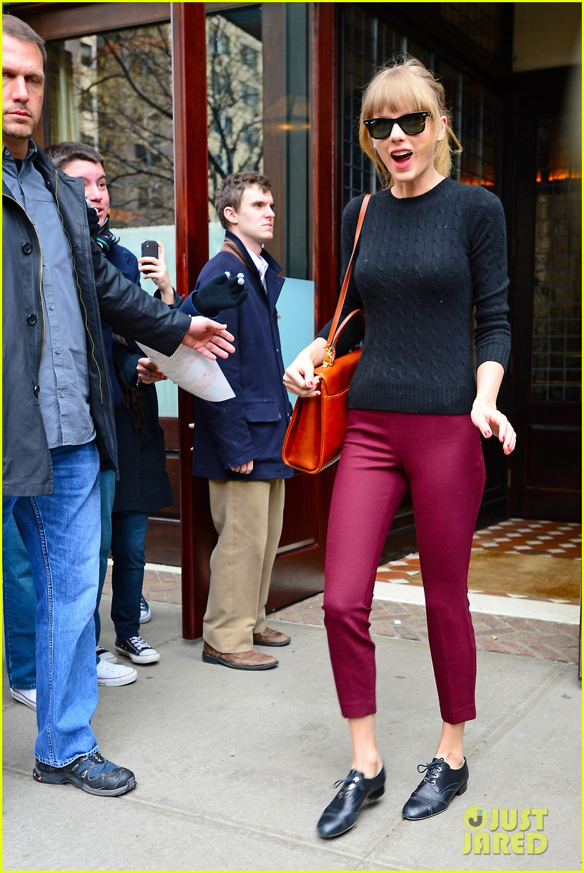 taylor swift paints the town red in new york city 162838726