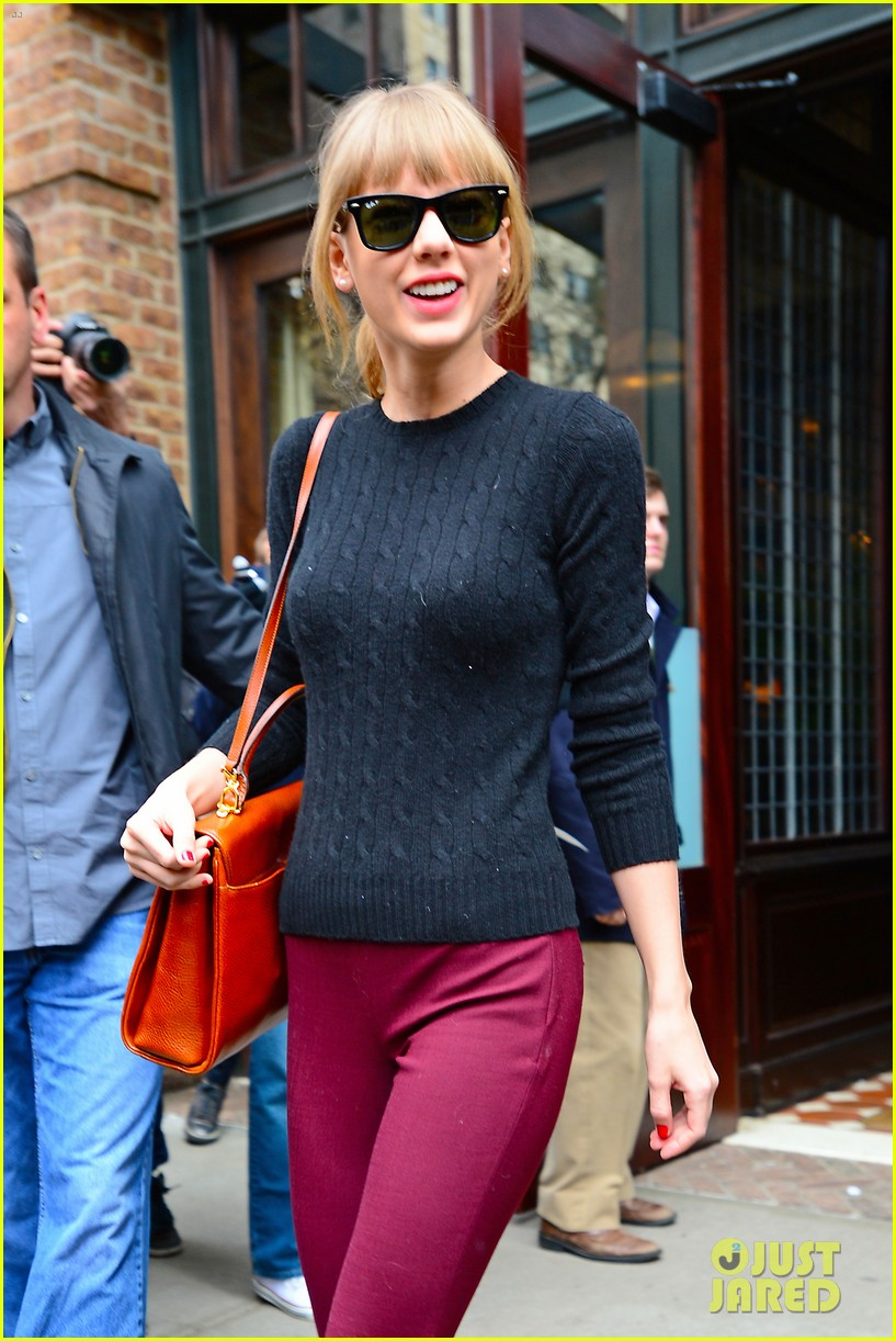 taylor swift paints the town red in new york city 192838729