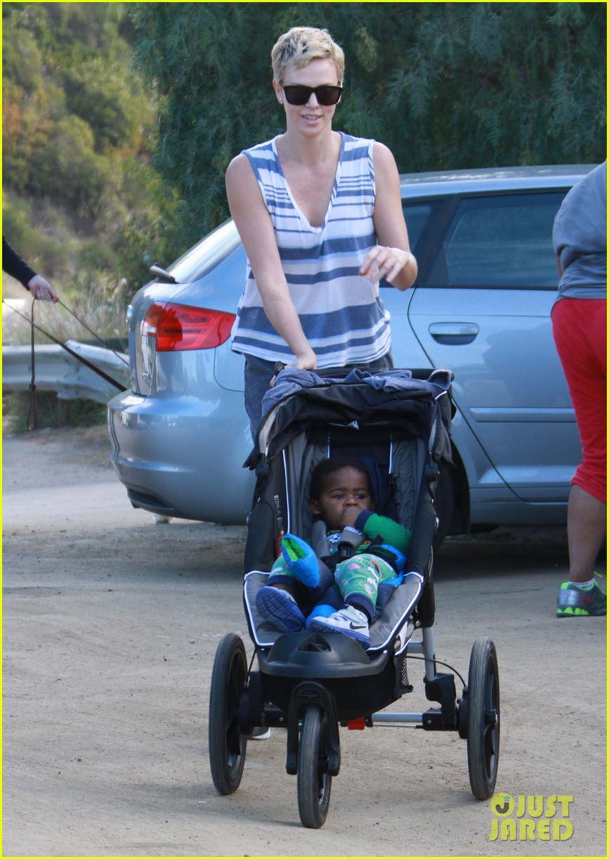 charlize theron runyon canyon hike with jackson 082831167