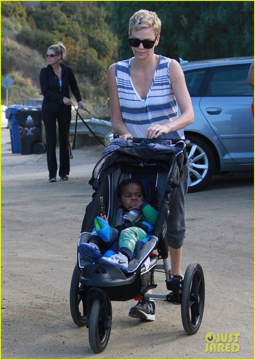 charlize theron runyon canyon hike with jackson 112831170