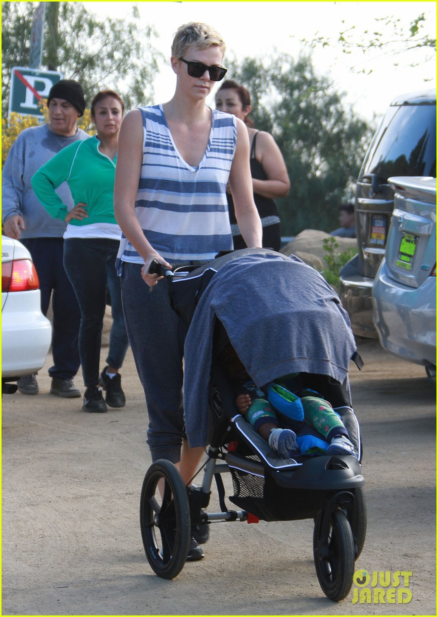 charlize theron runyon canyon hike with jackson 162831175