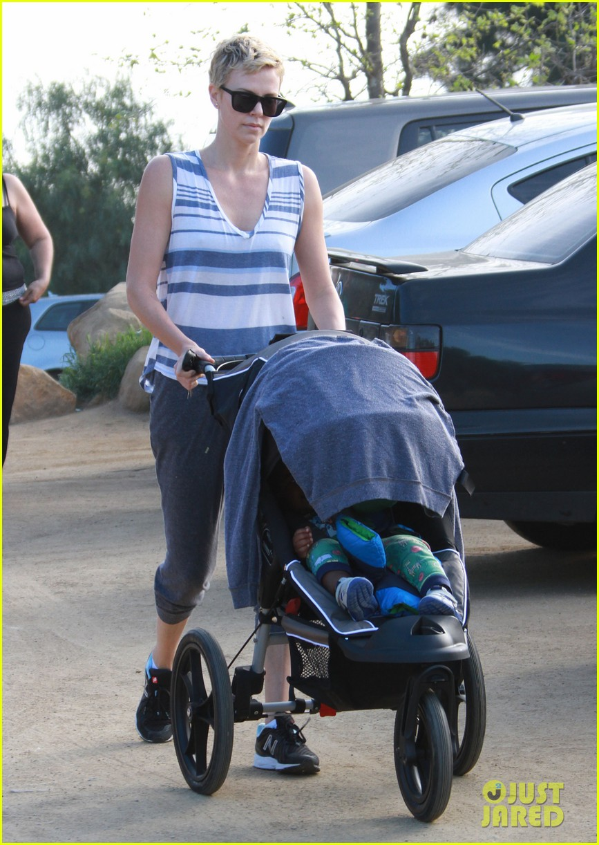 charlize theron runyon canyon hike with jackson 172831176