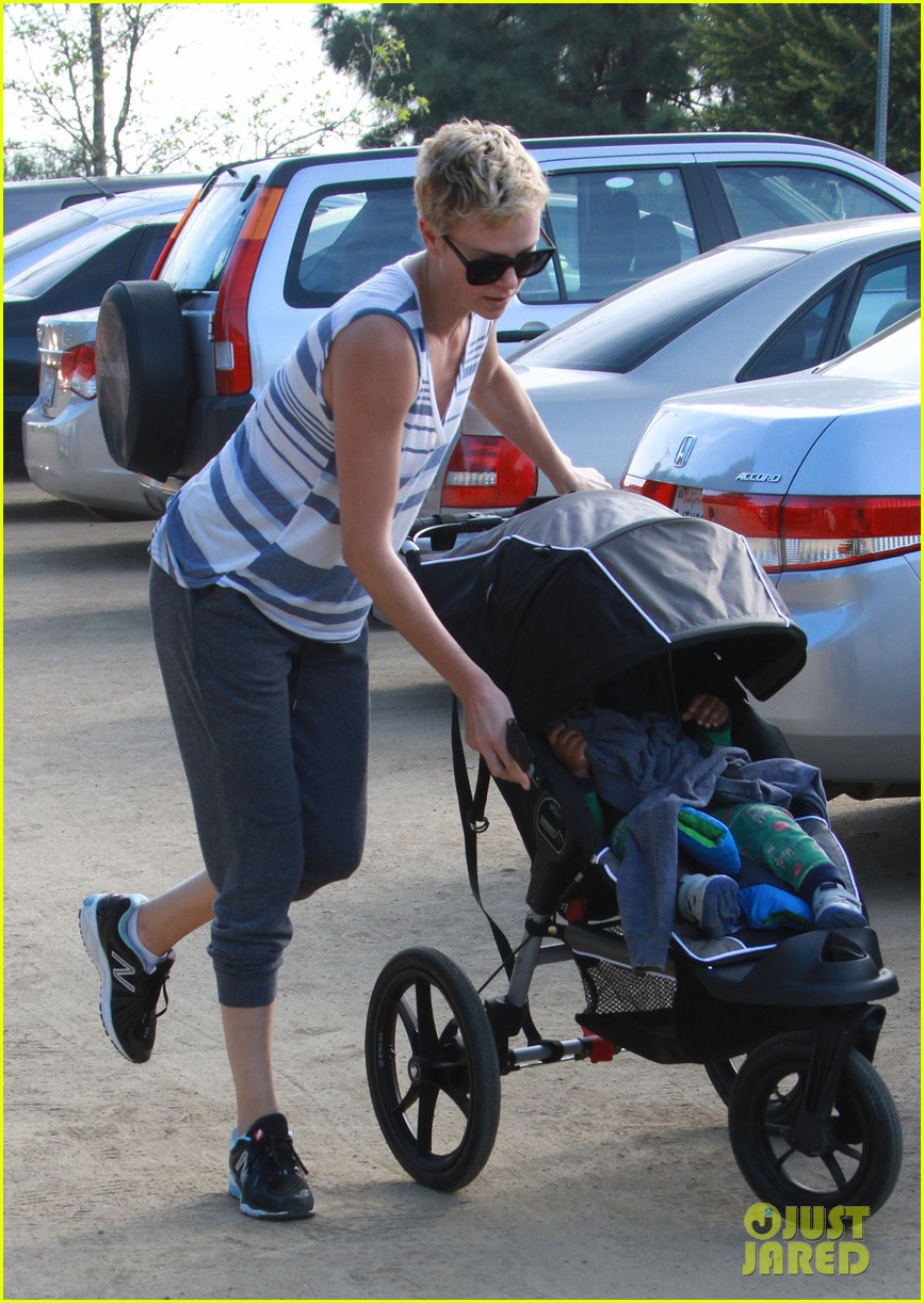 charlize theron runyon canyon hike with jackson 192831178