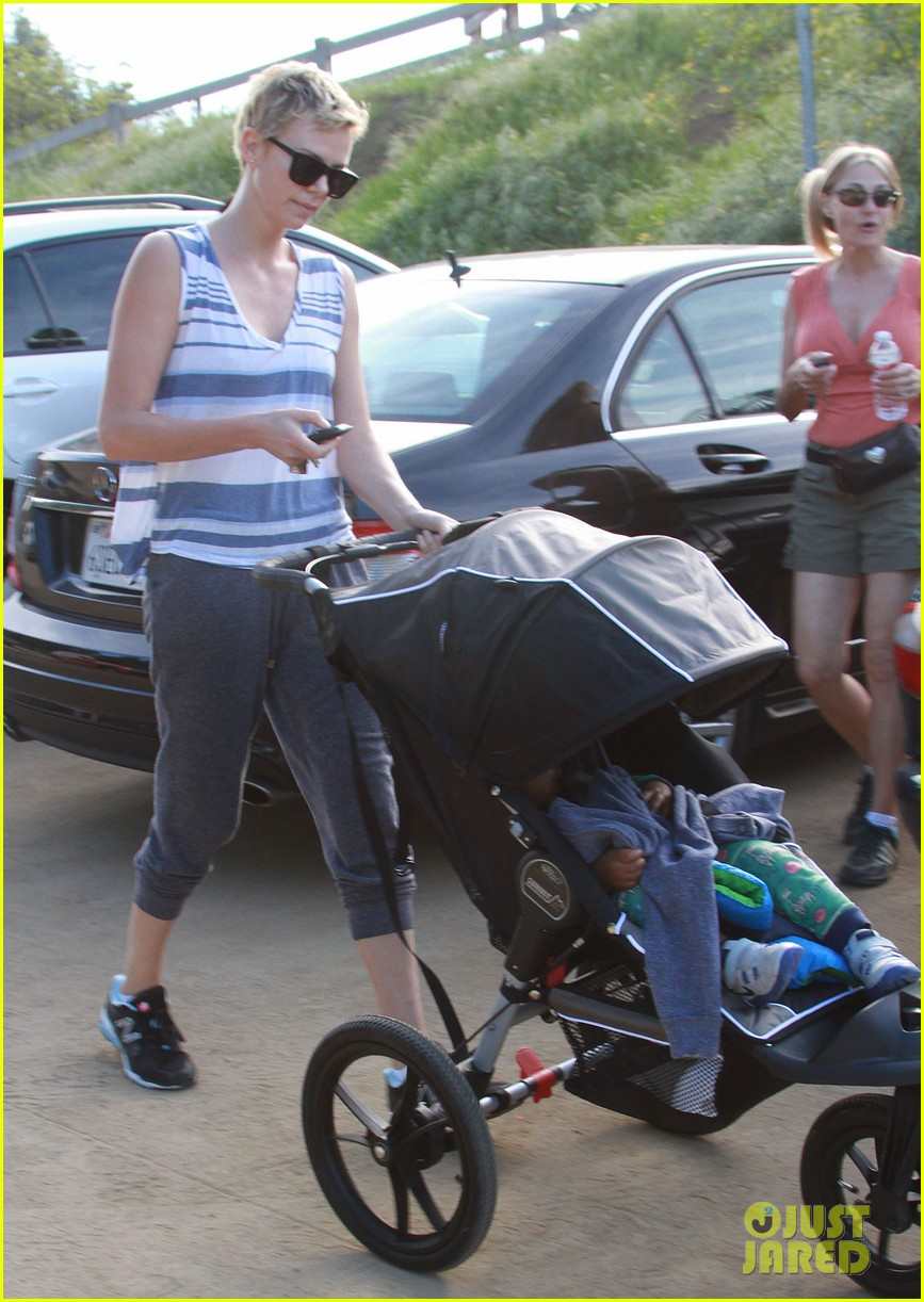 charlize theron runyon canyon hike with jackson 242831183