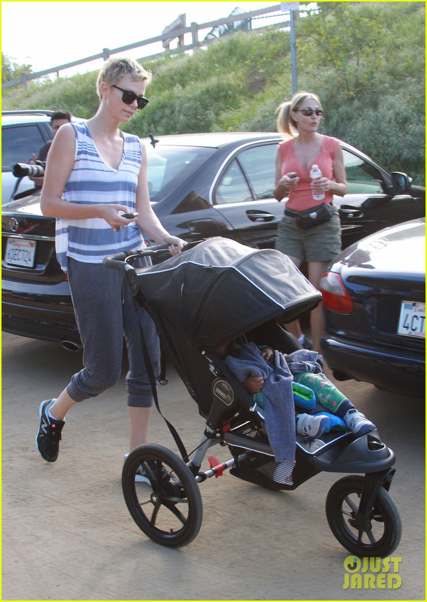 charlize theron runyon canyon hike with jackson 252831184
