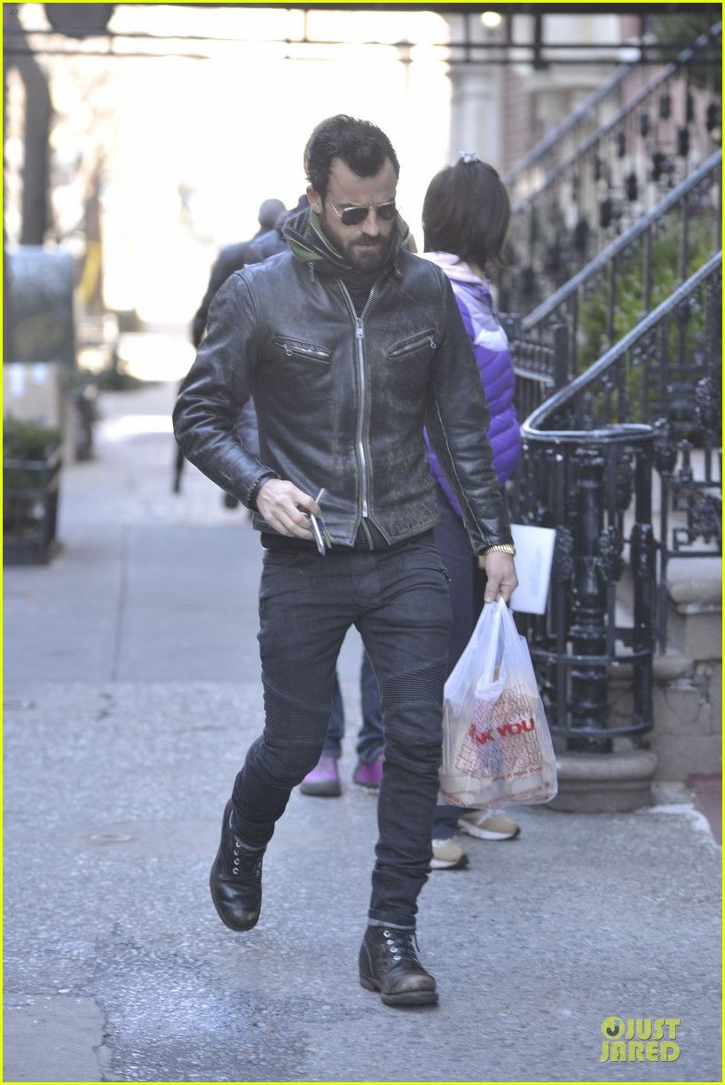 justin theroux is great guy raves chelsea handler 012827820