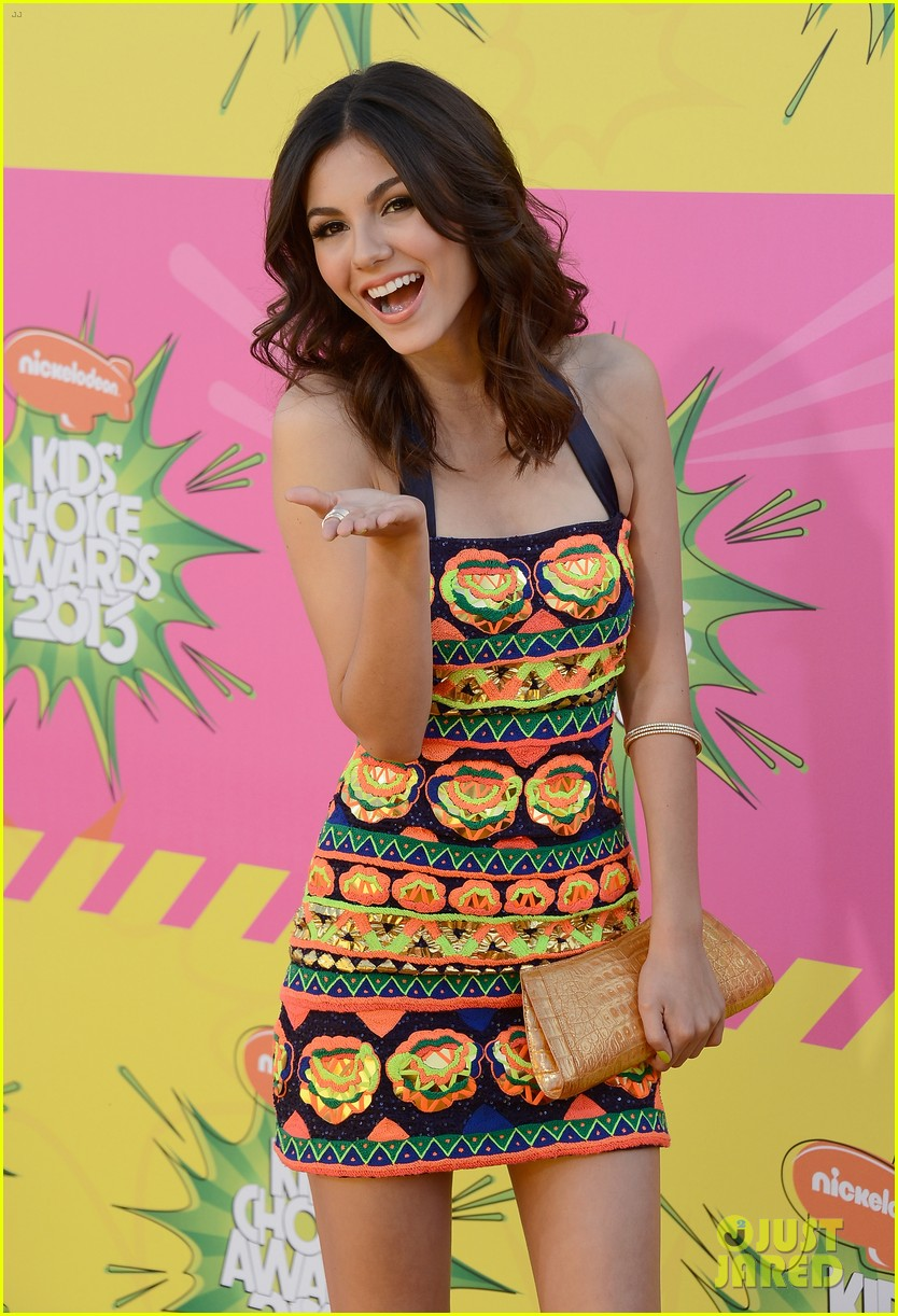 ashley tisdale victoria justice kids choice awards 2013 072836630
