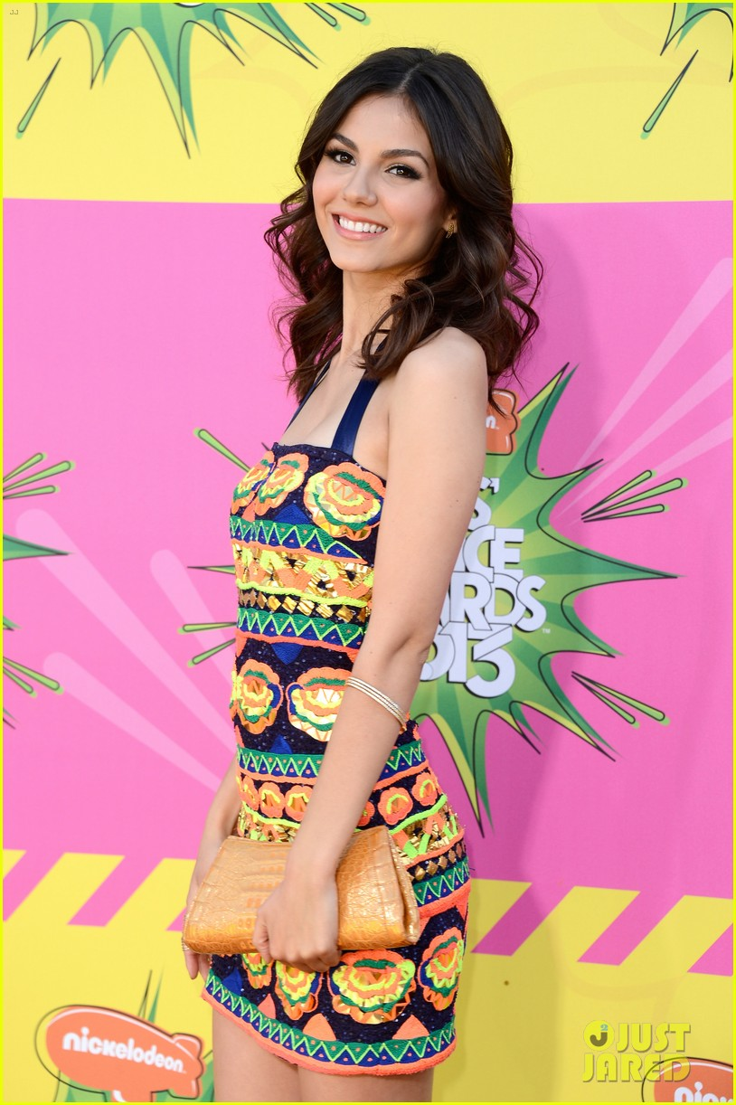 ashley tisdale victoria justice kids choice awards 2013 102836633