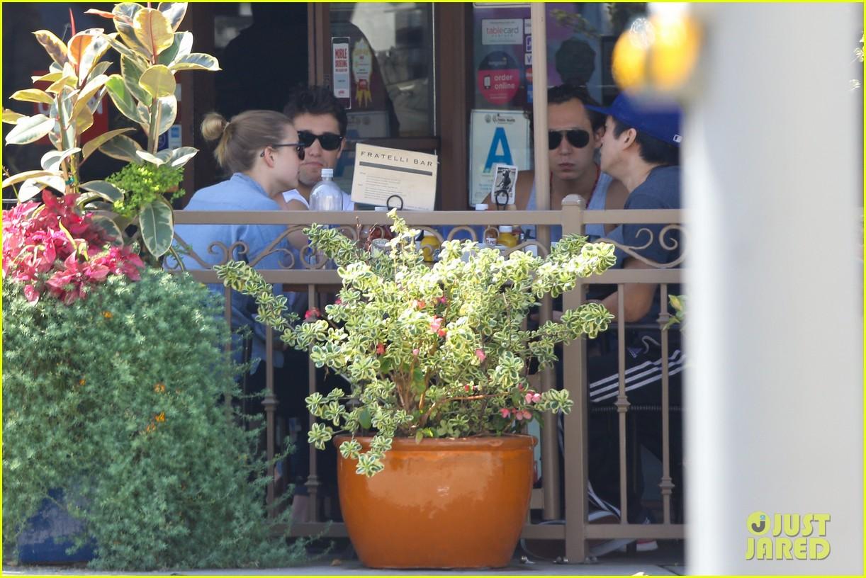 emily vancamp joshua bowman fratelli cafe couple 062837384
