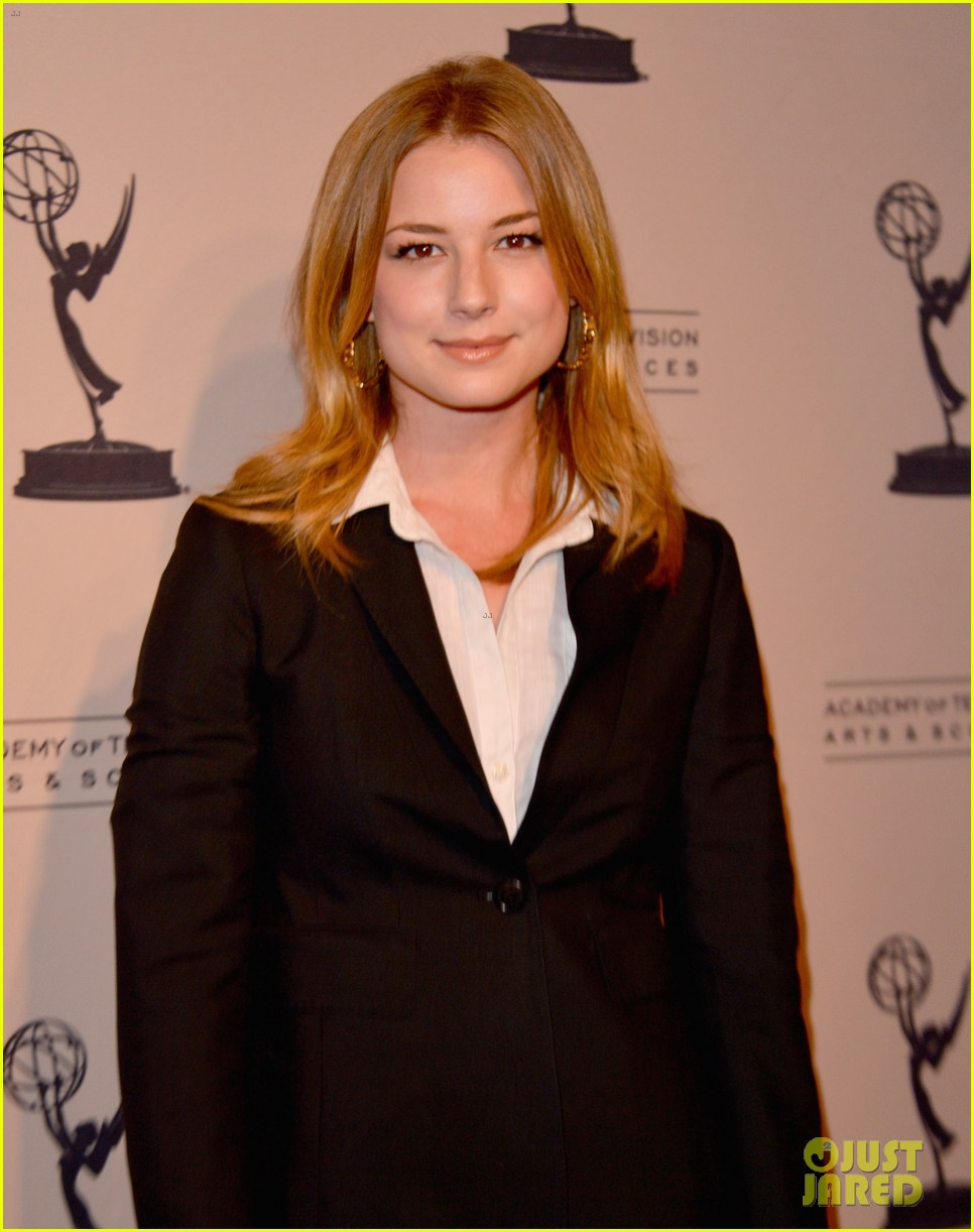 emily vancamp ashley madekwe revenge paleyfest panel 01