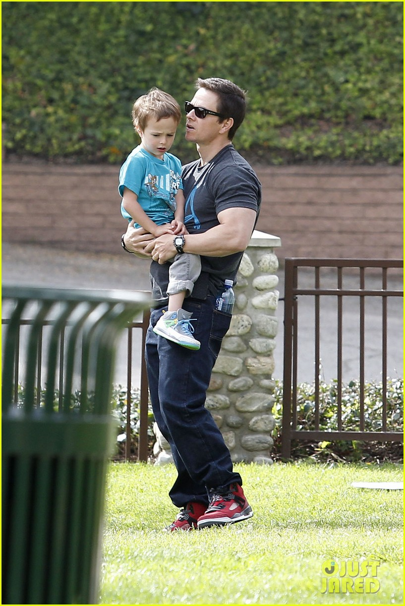 mark wahlberg coldwater canyon park with brendan 012834470
