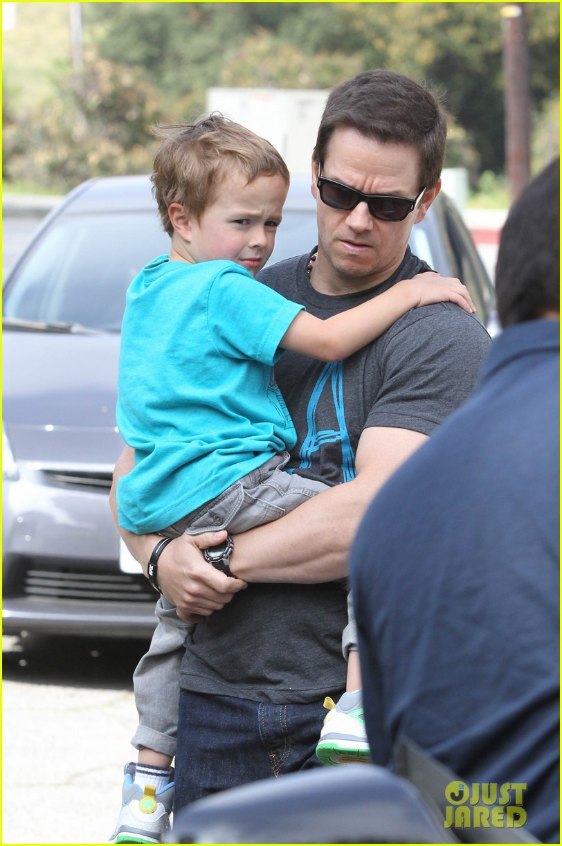 mark wahlberg coldwater canyon park with brendan 032834472