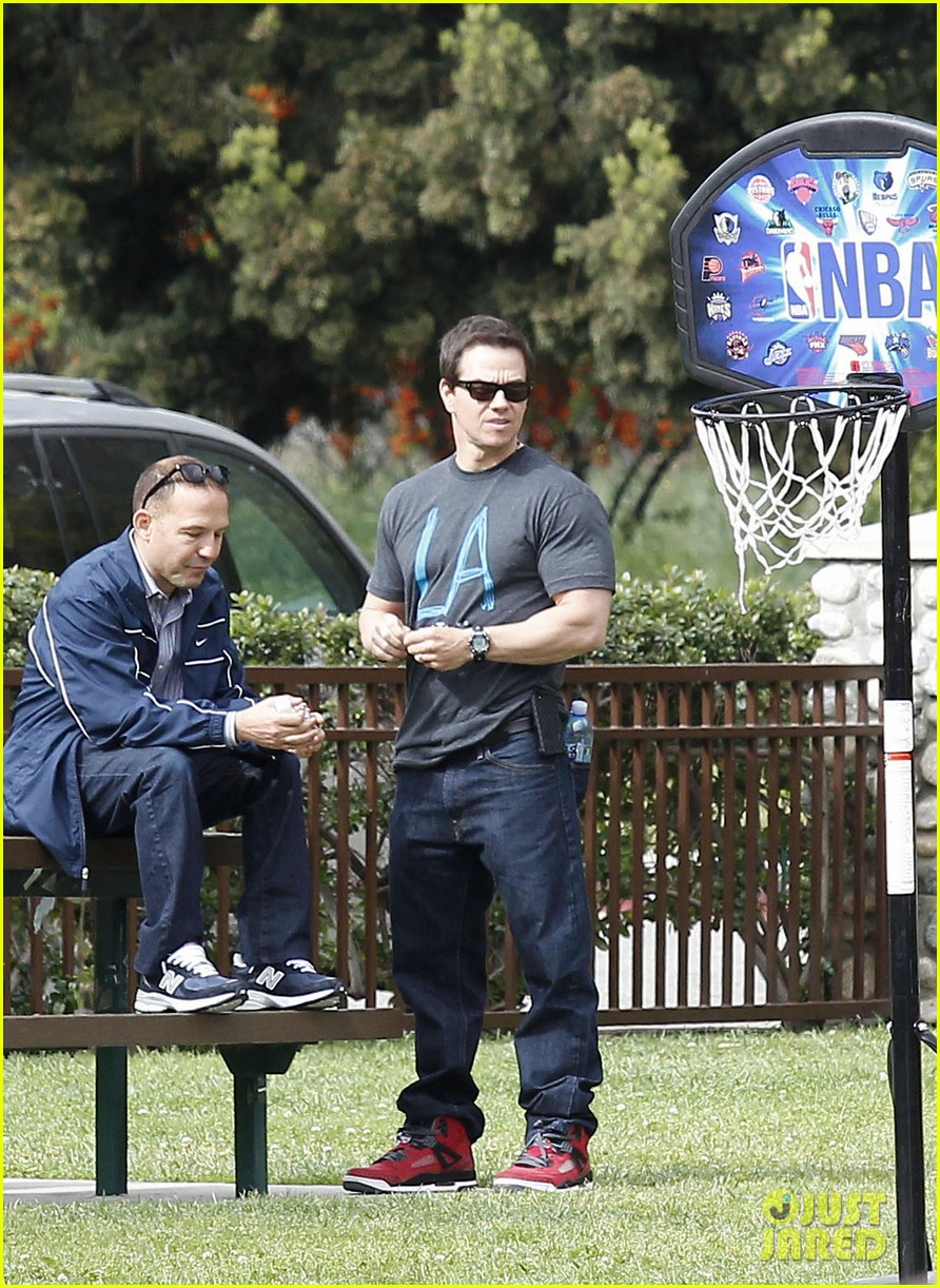 mark wahlberg coldwater canyon park with brendan 082834477