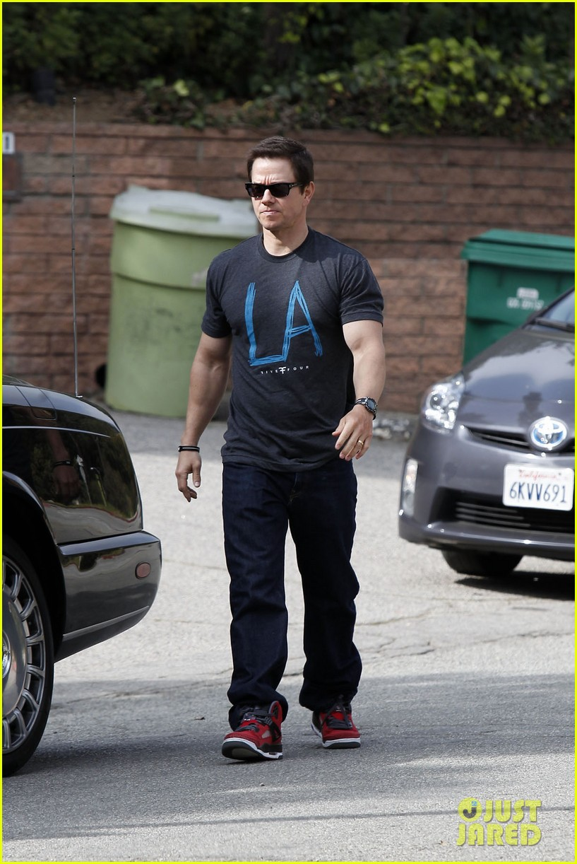 mark wahlberg coldwater canyon park with brendan 152834484
