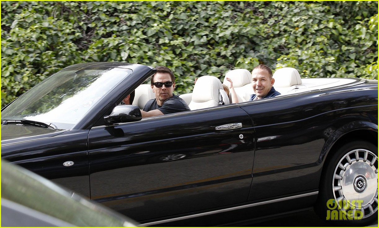 mark wahlberg coldwater canyon park with brendan 192834488
