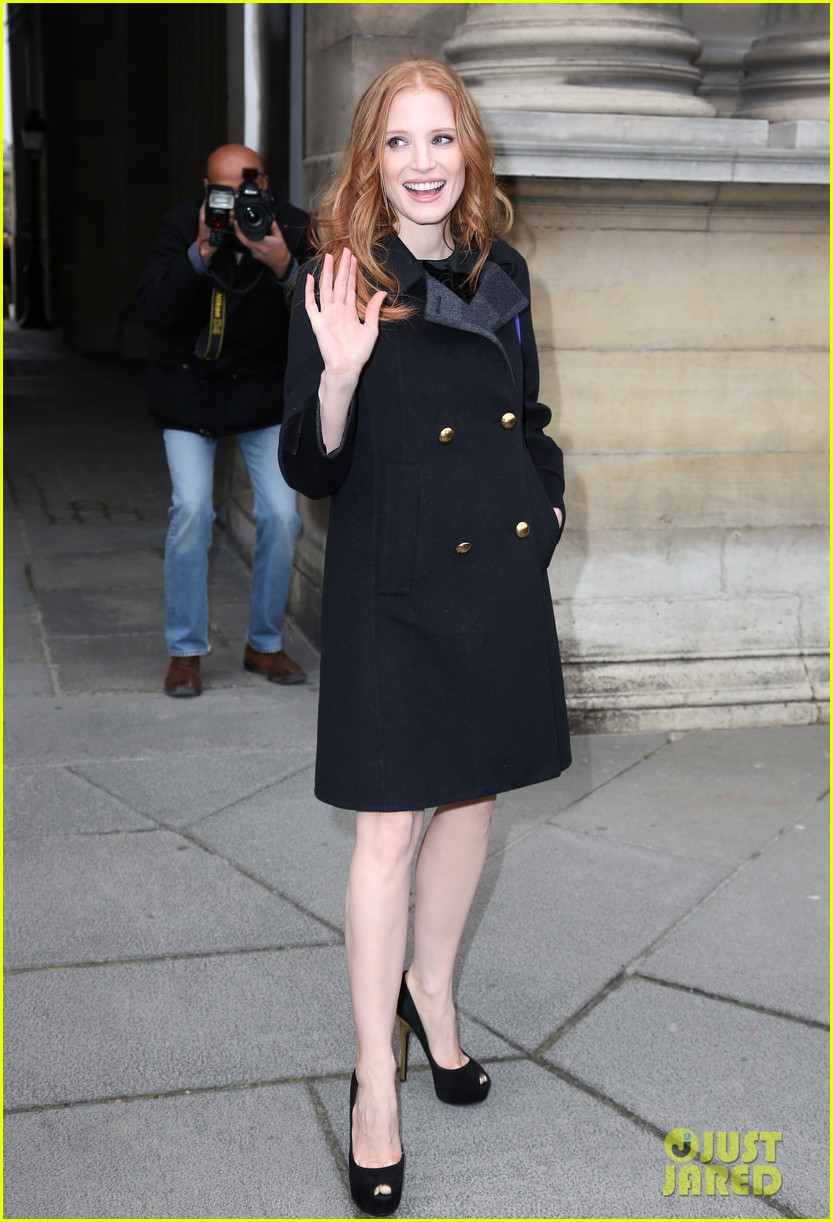 naomi watts jessica chastain louis vuitton fashion show 142825992