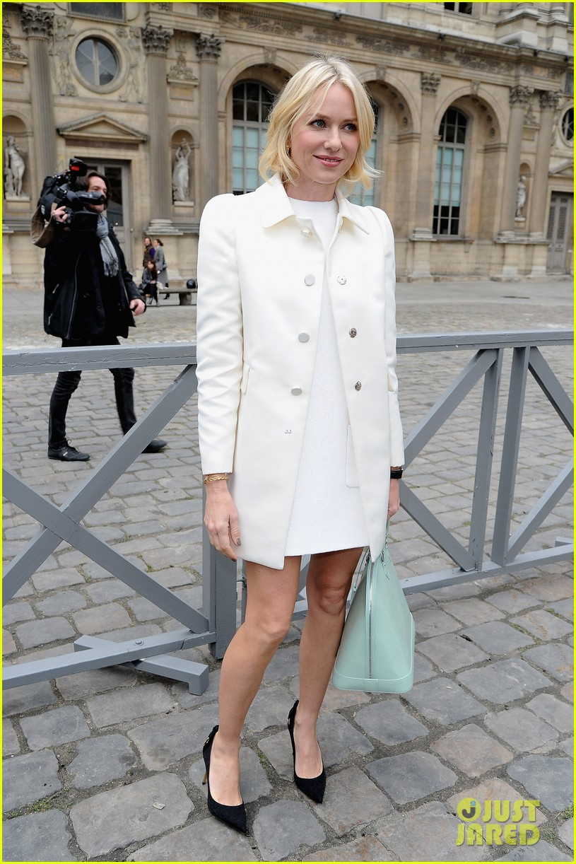 naomi watts jessica chastain louis vuitton fashion show 20