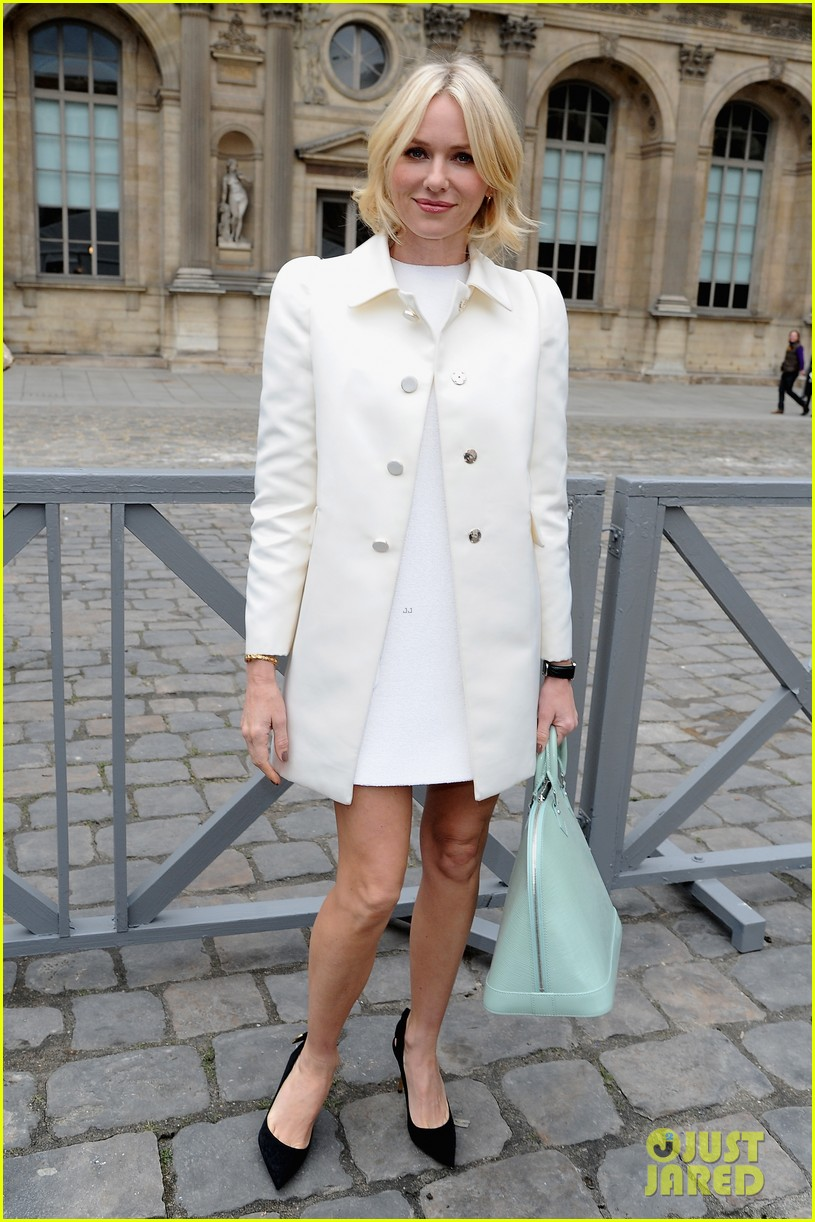 naomi watts jessica chastain louis vuitton fashion show 27