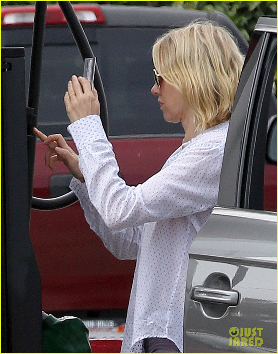 naomi watts on her stylist she pushes me to be daring 022829975