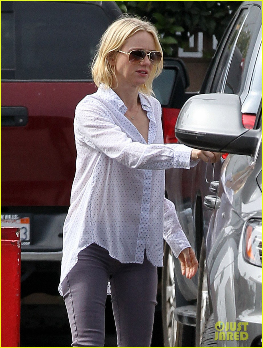 naomi watts on her stylist she pushes me to be daring 062829979