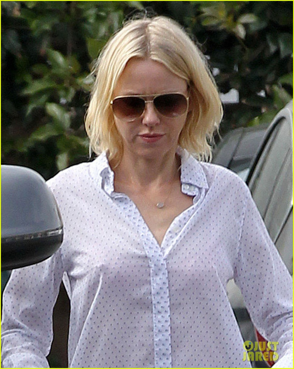 naomi watts on her stylist she pushes me to be daring 132829986