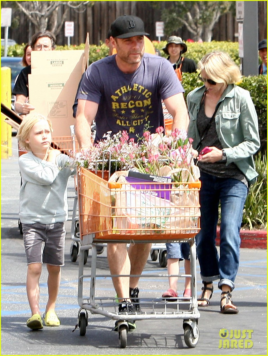 naomi watts liev schreiber saturday family errands 08