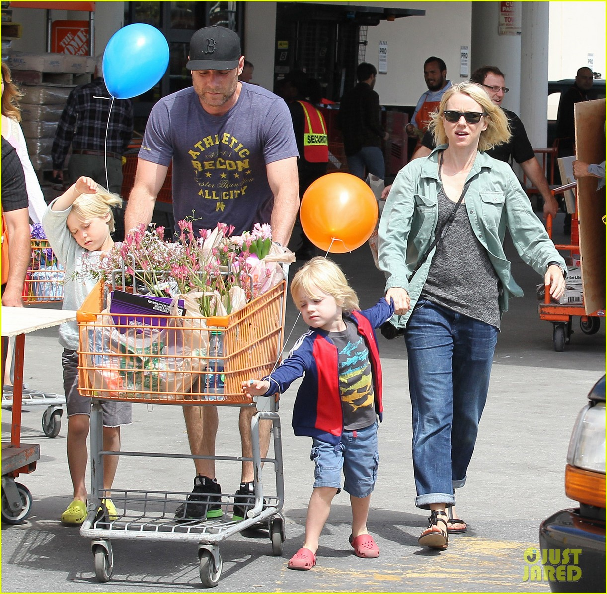 naomi watts liev schreiber saturday family errands 112840886