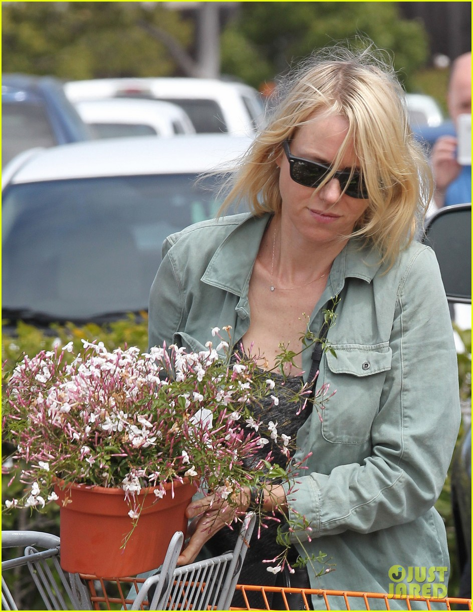 naomi watts liev schreiber saturday family errands 122840887
