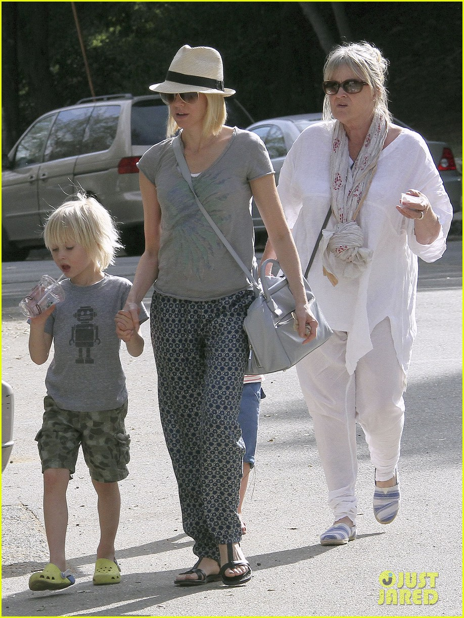 naomi watts from lax to paris 04