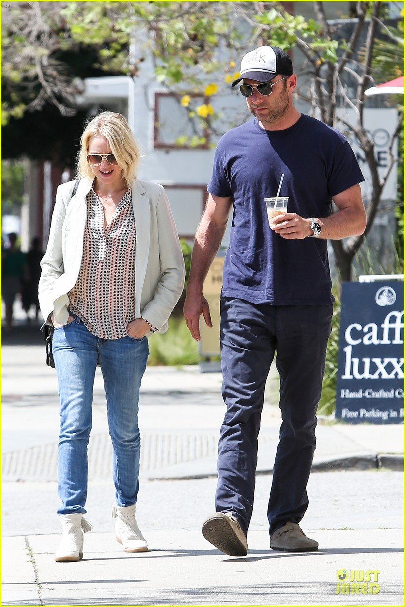 naomi watts brentwood country mart couple 032836004