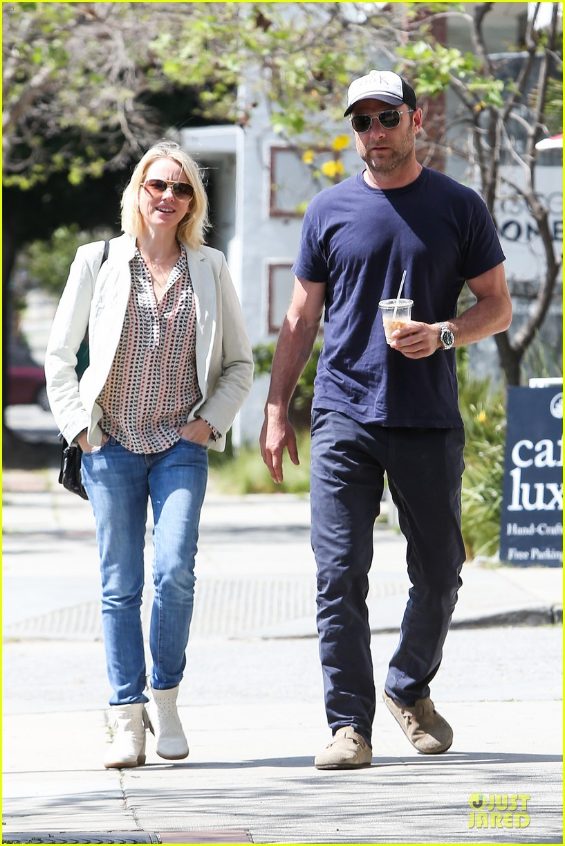 naomi watts brentwood country mart couple 072836008