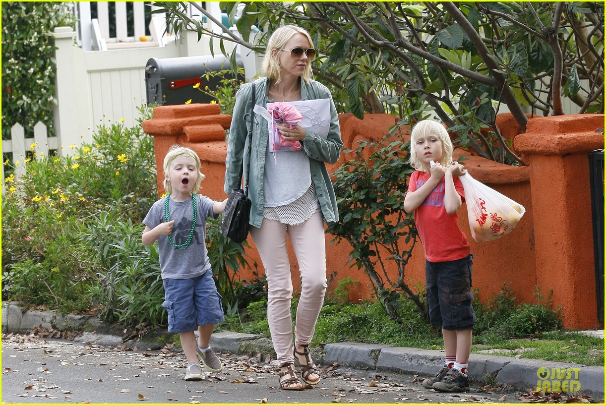 naomi watts neighboring visit with the boys 032831441