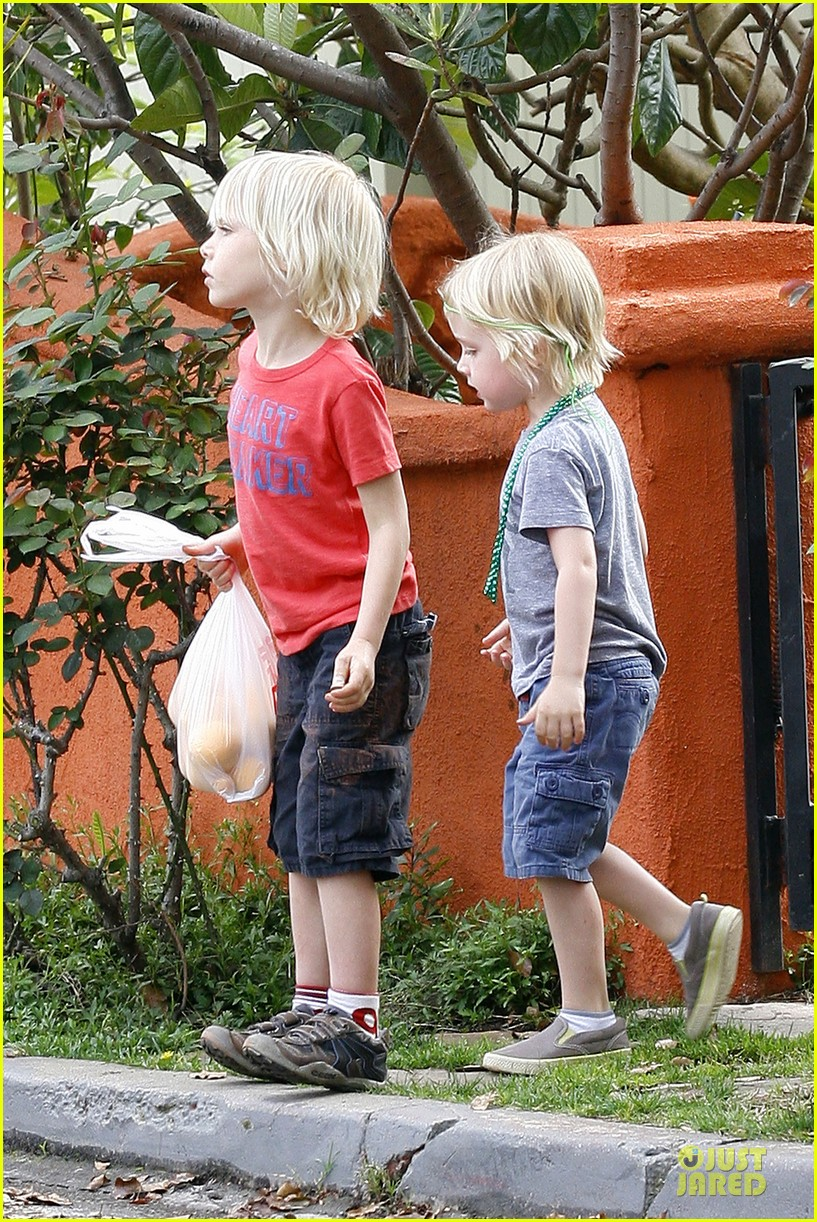 naomi watts neighboring visit with the boys 062831444