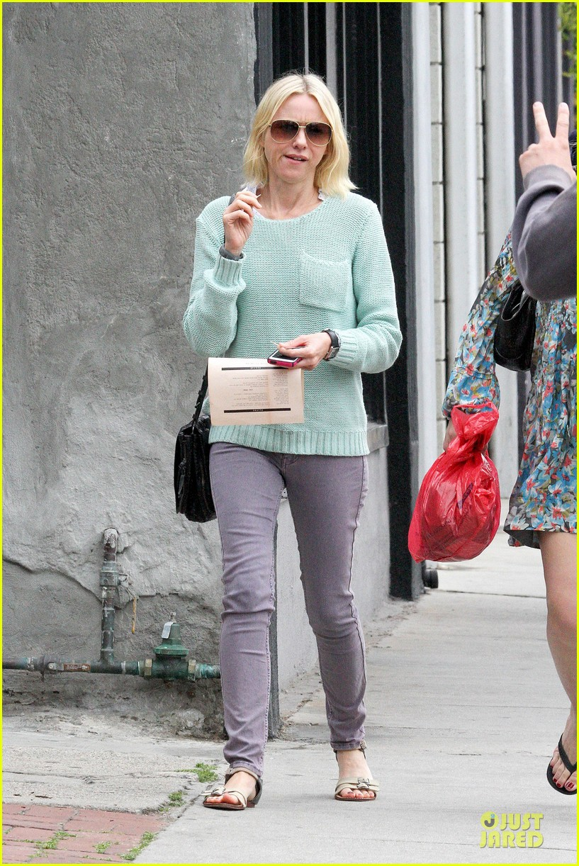 naomi watts neighboring visit with the boys 092831447