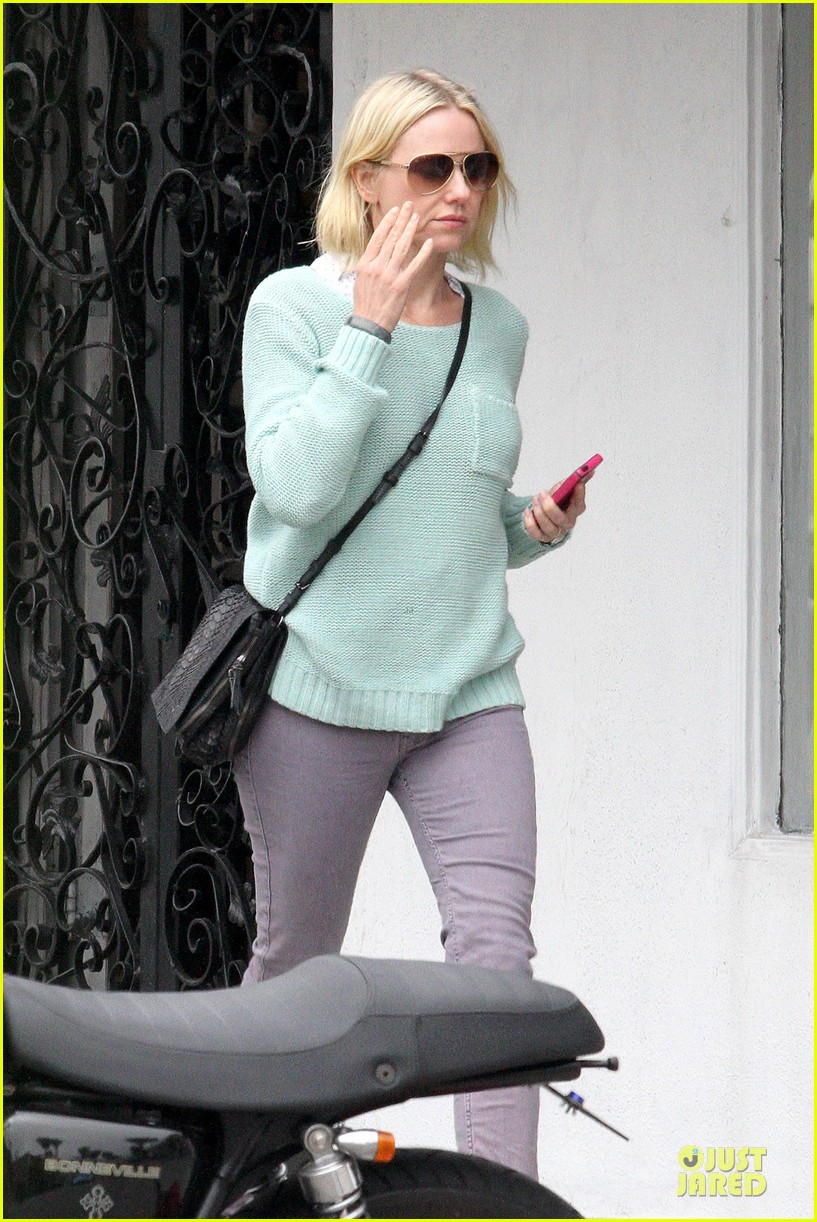 naomi watts neighboring visit with the boys 112831449