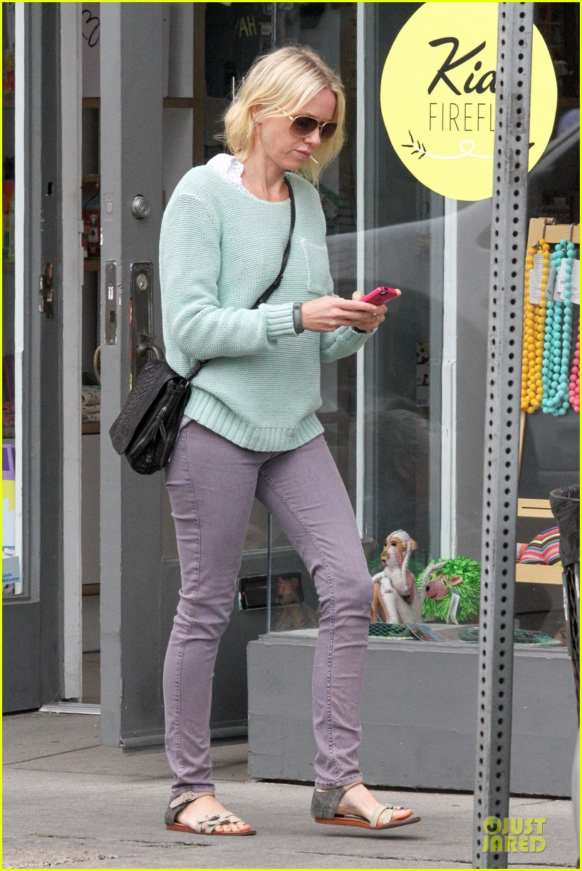 naomi watts neighboring visit with the boys 122831450
