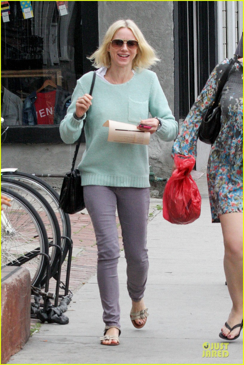 naomi watts neighboring visit with the boys 182831456