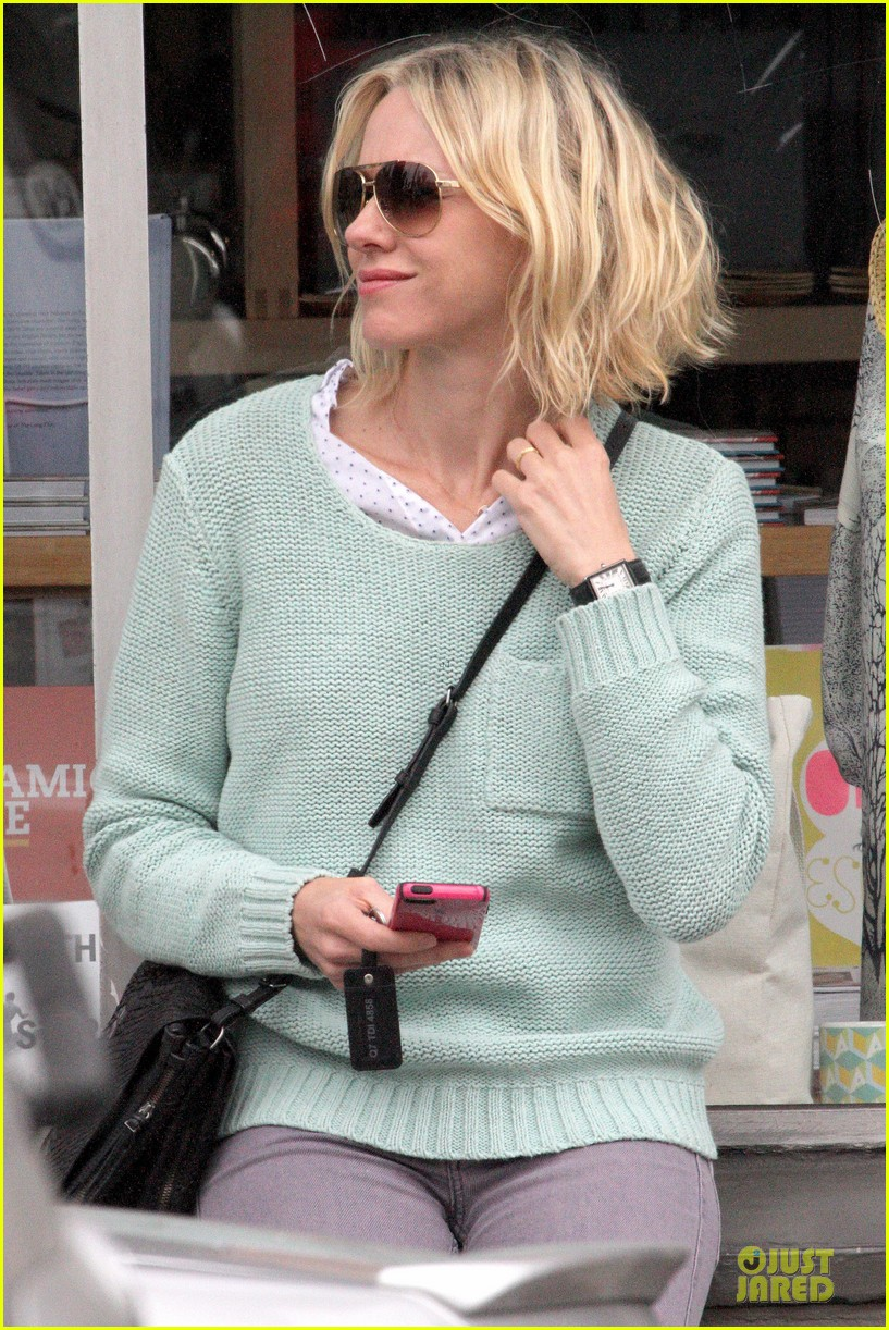 naomi watts neighboring visit with the boys 192831457