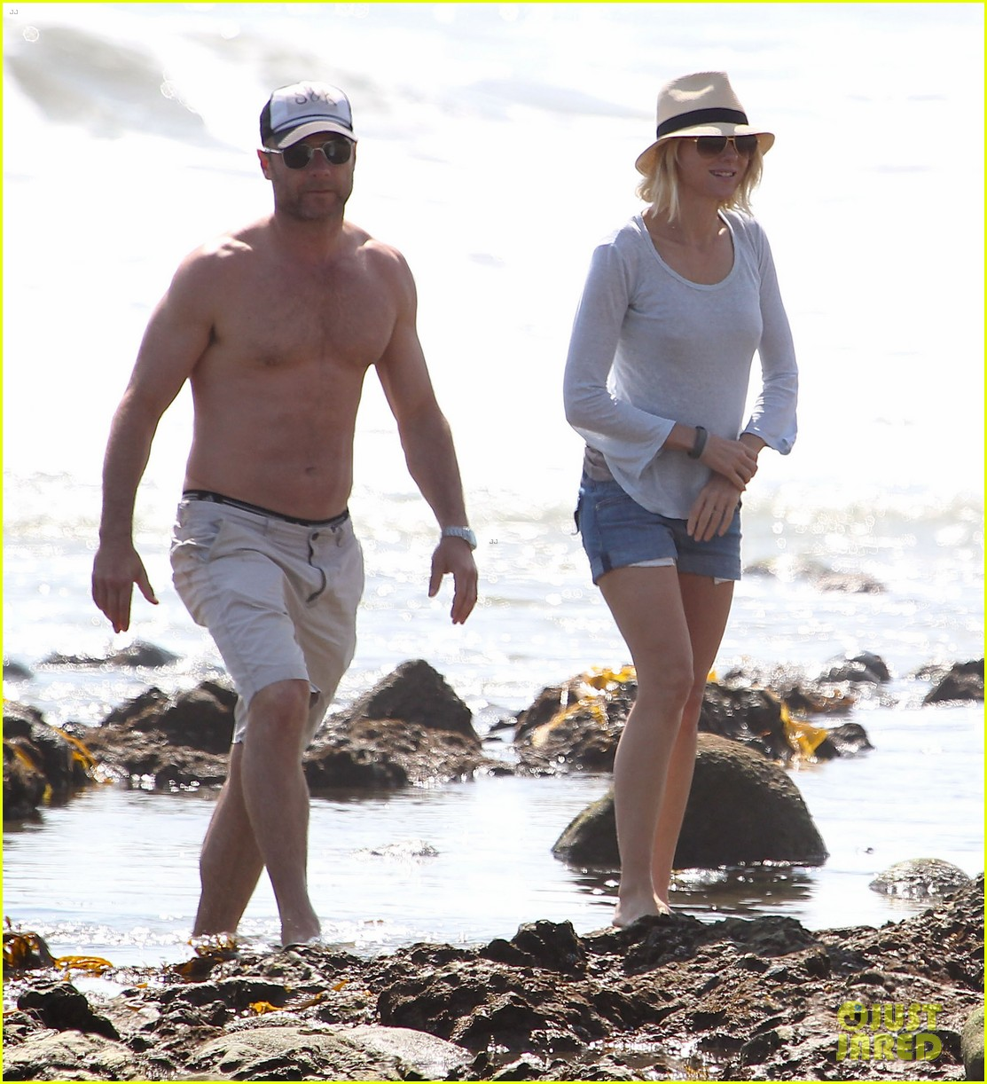 naomi watts shirtless liev schreiber family beach day 05