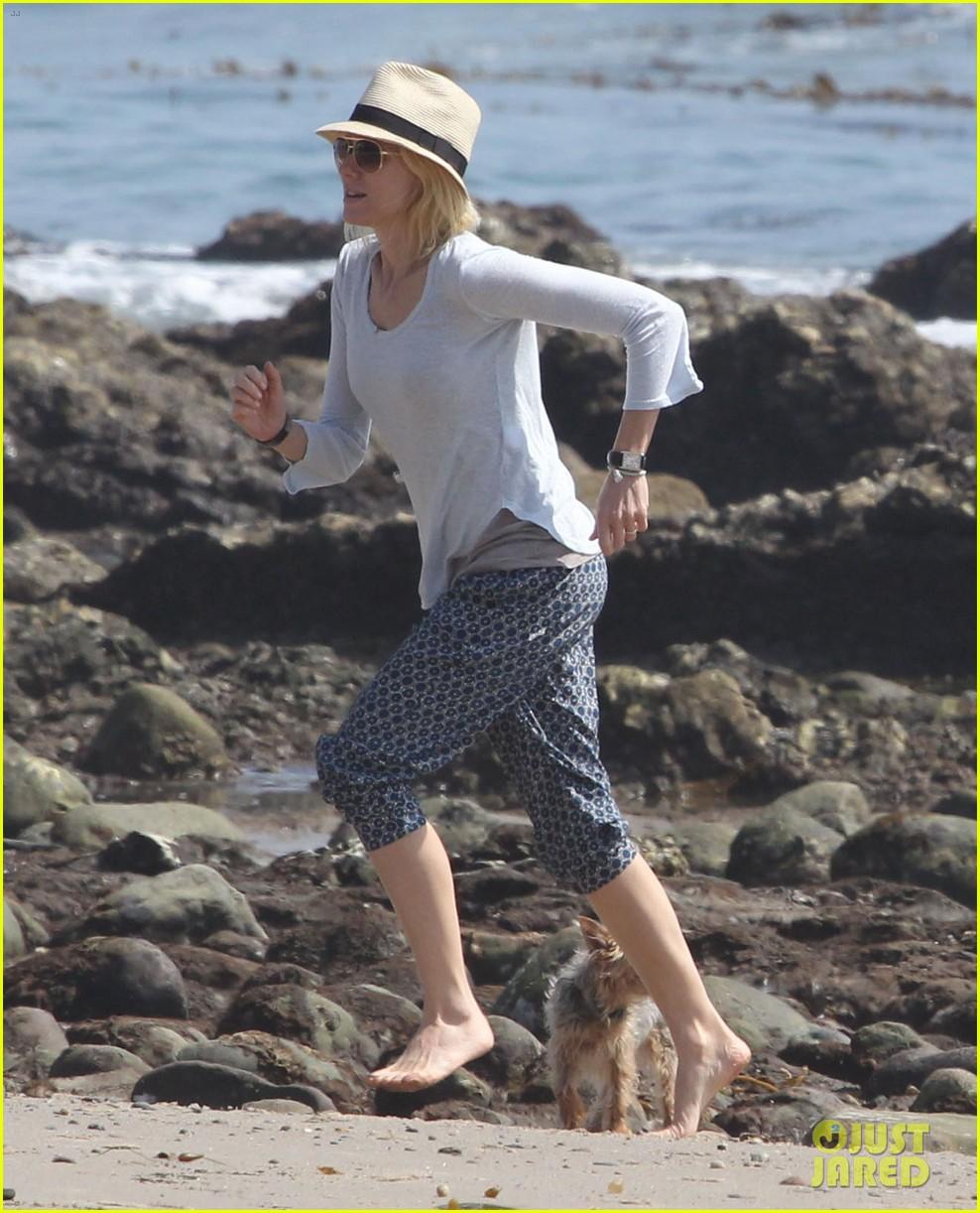 naomi watts shirtless liev schreiber family beach day 122836799