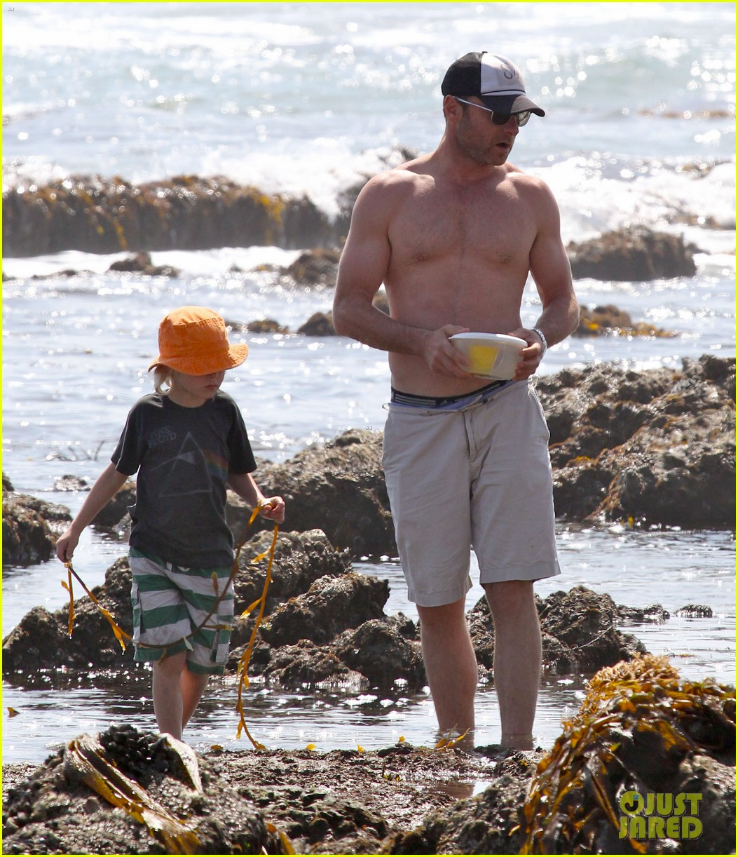 naomi watts shirtless liev schreiber family beach day 132836800