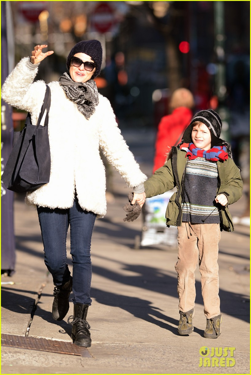 rachel weisz morning stroll with henry 14