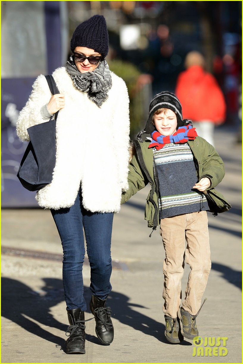 rachel weisz morning stroll with henry 17