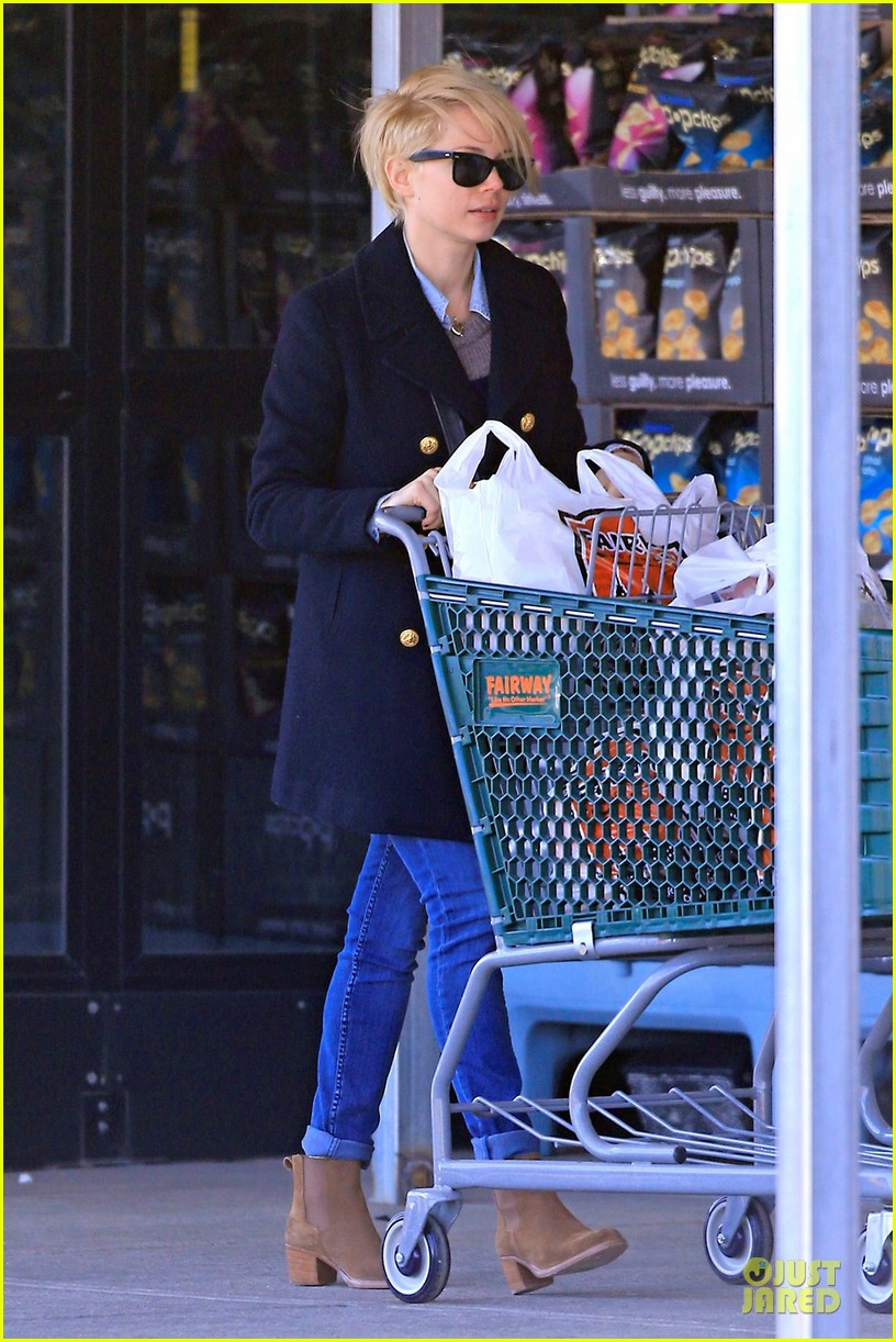 michelle williams grocery shopping in new york city 012824898